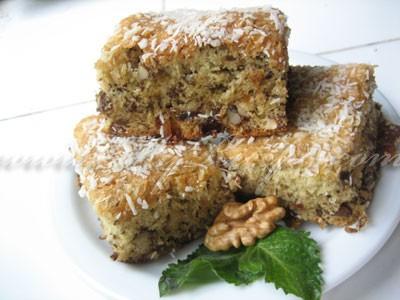 Пирог с орехами и изюмом